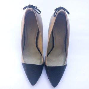EUC Levity Nude Black Leather Jalone tie back pump